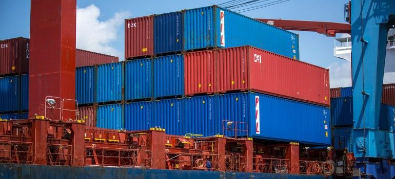 Pest-proofing shipping containers.