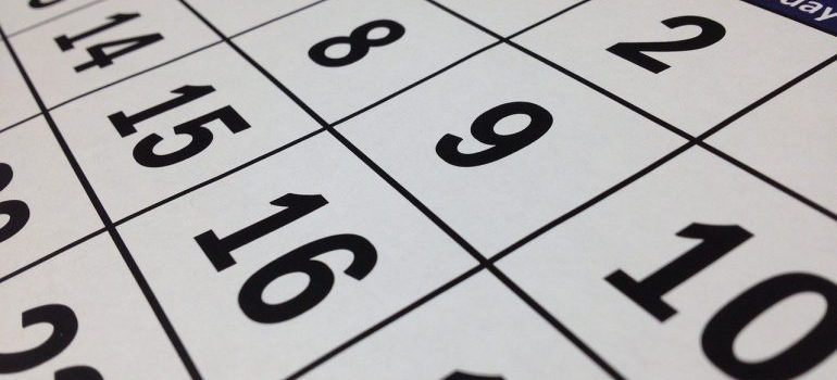 calendar with a date for moving to Manama