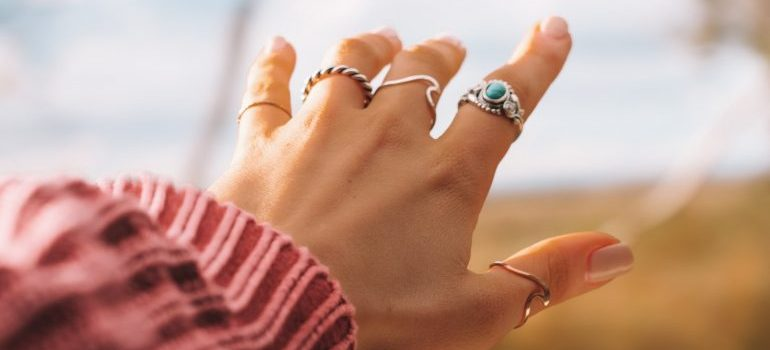 rings on lady hand